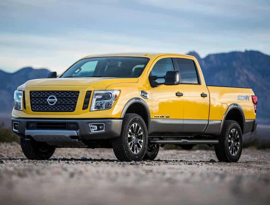 Nissan Titan XD 2018 amarillo en las montañas de Colorado