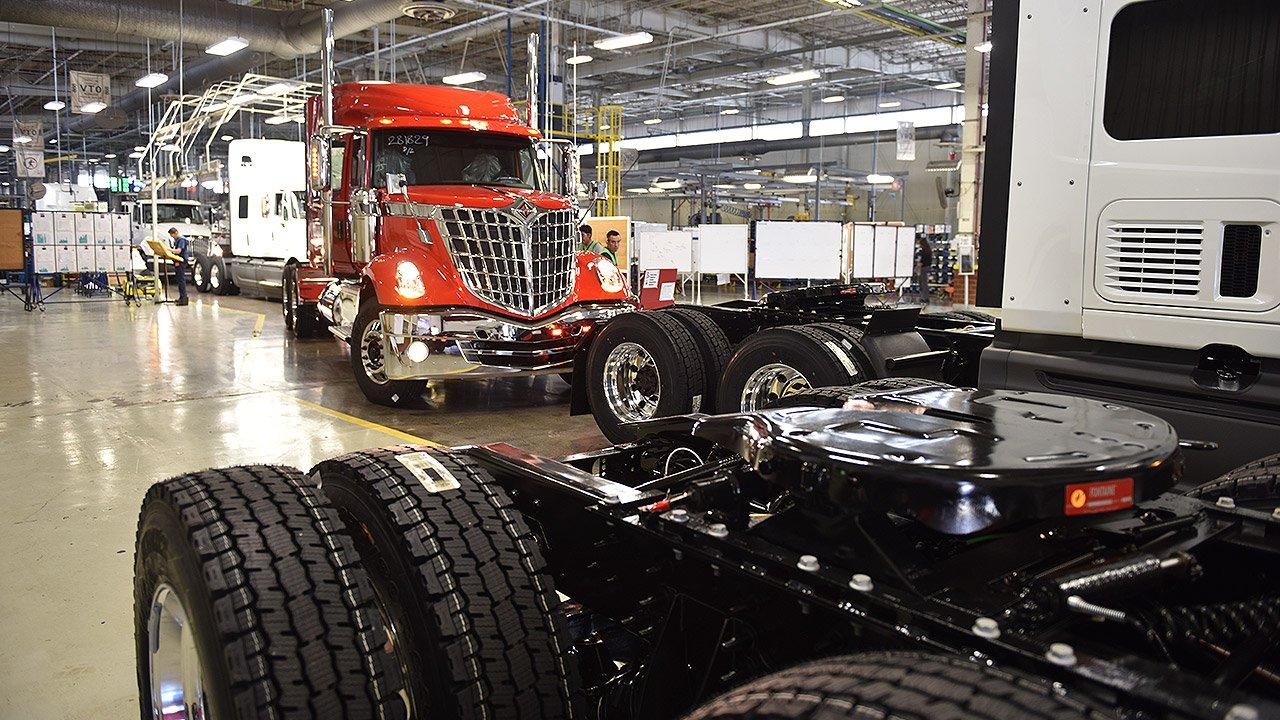 Fabrica de trailers y camiones en EU