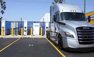 Cargadores para camiones electricos Penske en la ACT Expo