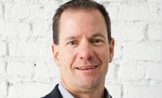 Aaron Gillmore ex director de Tesla Trucks