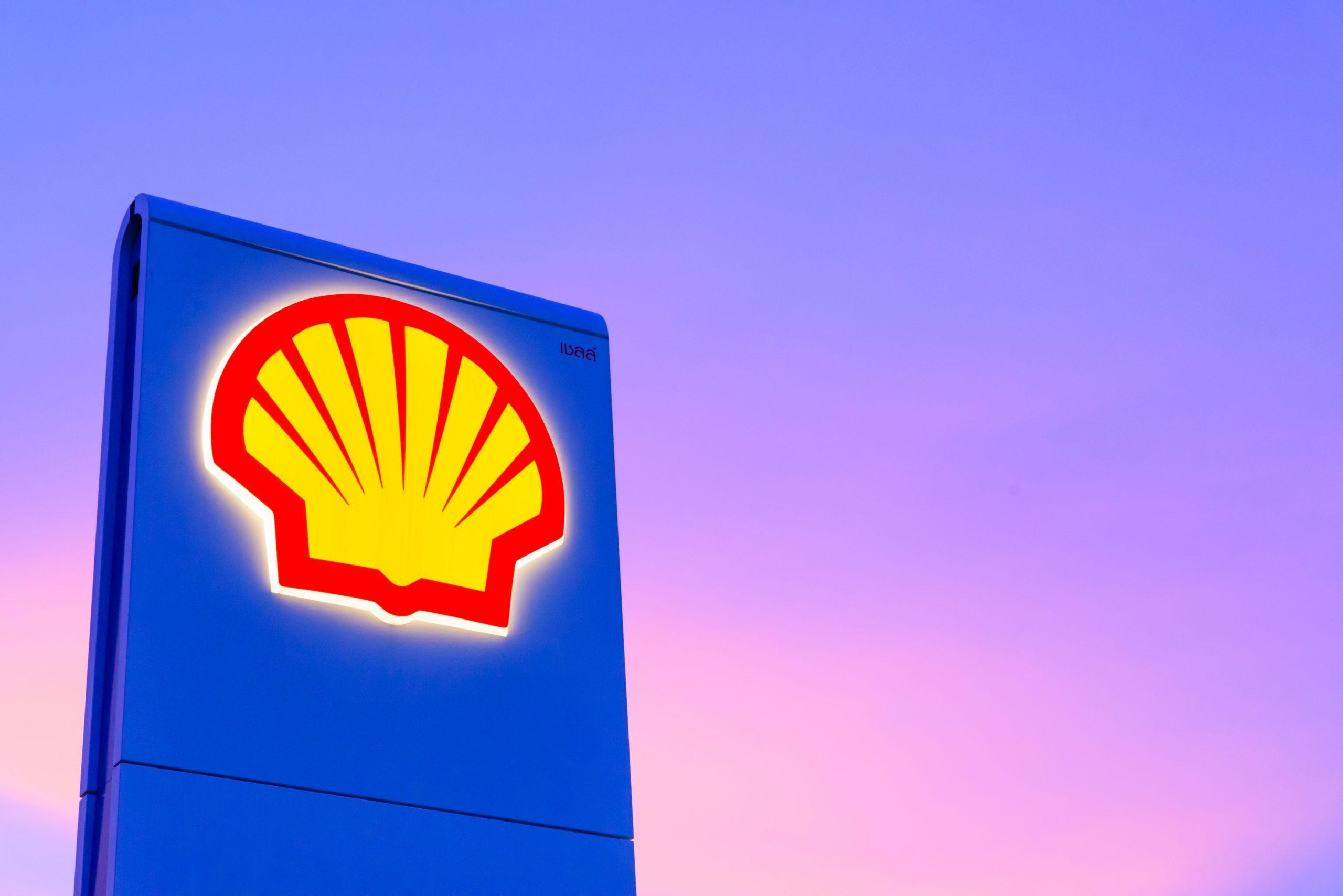 Shell logo en el atardecer